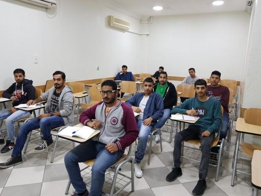 طيف العربية وشركة كات انترناشيونال وتوقيع عقود متدربين في تخصصات مهنية