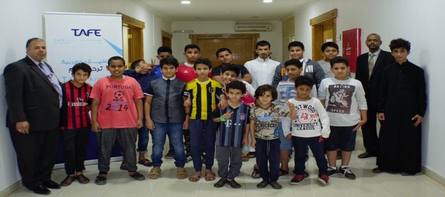 طيف العربية تطلق دوراتها التدريبية لطلاب مدارس المجد الأهلية