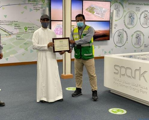 أرامكو السعودية تكرم طيف العربية بمناسبة تحقيق 10 مليون ساعة عمل بدون إصابات