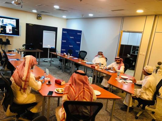 طيف العربية تعقد اجتماع مع فريق القرم  الكندل العلمي